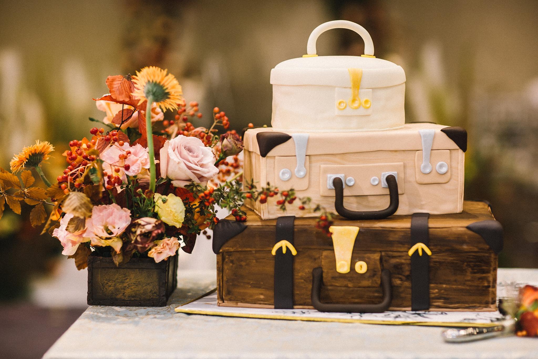 creative wedding cake at 5 star hotel in hanoi