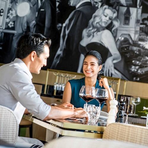 thực khách dùng bữa tối tại intercontinental hanoi landmark72 khách sạn 5 sao cao nhất hà nội khách sạn 5 sao sang trọng cao nhất việt nam