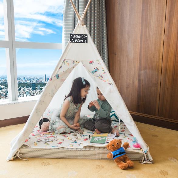 trẻ em chơi trong phòng gia đình khách sạn 5 sao intercontinental hà nội