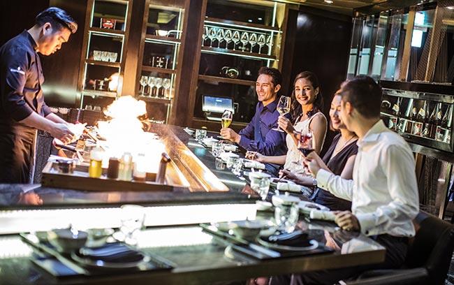 luxury dining experience at Hanoi hotel restaurant