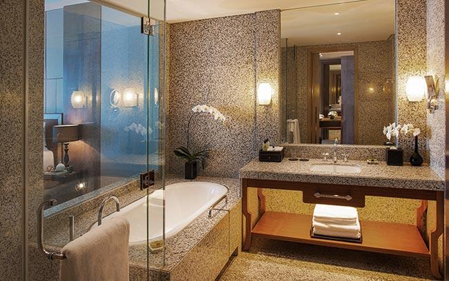 phòng tắm intercontinental hanoi landmark72 khách sạn 5 sao sang trọng tại hà nội