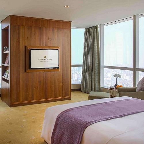 Phòng Corner Suite tại intercontinental hanoi landmark72 khách sạn 5 sao với tiện nghi sang trọng, đặc quyền Club InterContinental và tầm nhìn toàn cành thành phố Hà Nội