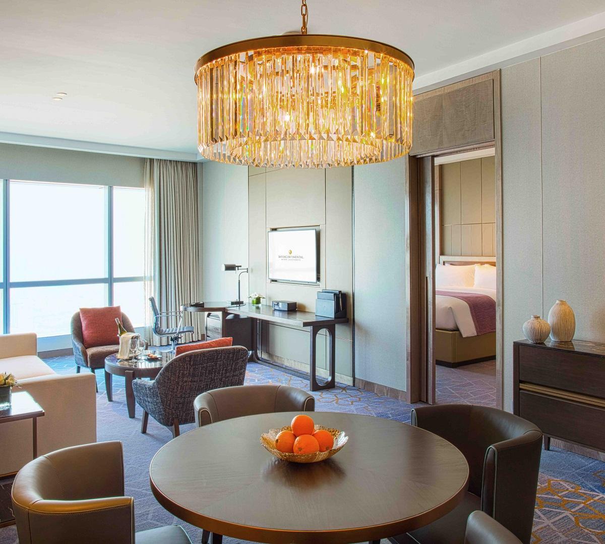 Phòng Royal Suite tại intercontinental hanoi landmark72 khách sạn 5 sao với tiện nghi sang trọng, đặc quyền Club InterContinental và tầm nhìn toàn cành thành phố Hà Nội
