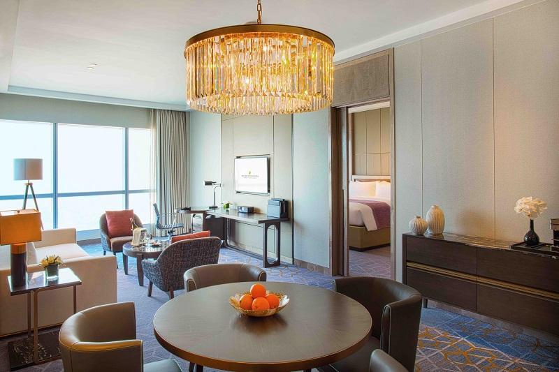 phòng royal suite tại intercontinental hanoi landmark72 khách sạn 5 sao cao nhất hà nội