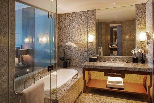 Hanoi hotel bathroom with bathtub